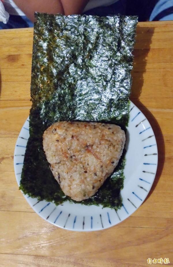 招牌菜「烤飯丸」,簡單又美味。(記者廖淑玲攝)