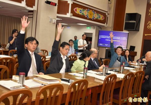為追查獵雷艦採購案,立院財委會首度跨黨派提案通過「調閱專案小組」(記者王孟倫攝)