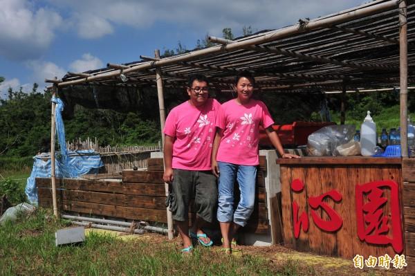 丁采綸與丈夫租下農地種植雨來菇,希望種植無污染的雨來菇。(記者蔡宗憲攝)