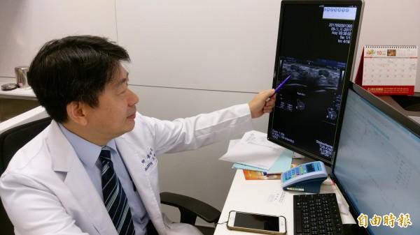 35歲女子罹患多發性乳房腫瘤,經醫師建議採微創乳房手術切除,疤痕小不影響外觀。(記者蘇金鳳攝)