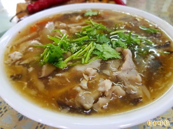 陳家古早味香菇肉羹是位於傳統農業村落的不顯眼店家,除了招牌的香菇肉羹,也有豐富的麵飯、滷味以及多樣的便當菜。(記者王涵平攝)