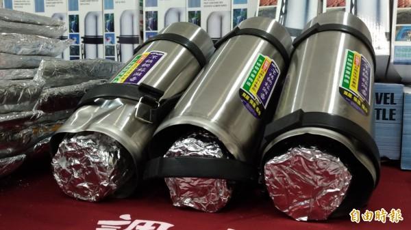 台灣海關、檢調攔截藏在保溫瓶中的海洛因毒品。(記者鄭淑婷攝)