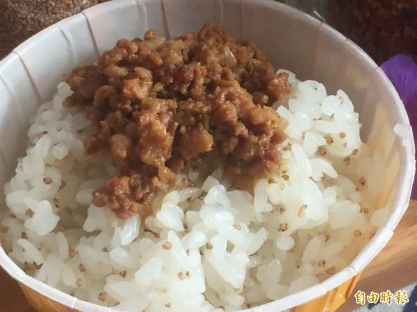 獲選台灣滷肉飯節的紅藜滷肉飯。(記者張存薇攝)