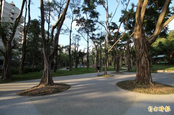 位於台北市信義區象山步道底下的中強公園,月底將更名為「象山公園」。(記者鍾泓良攝)