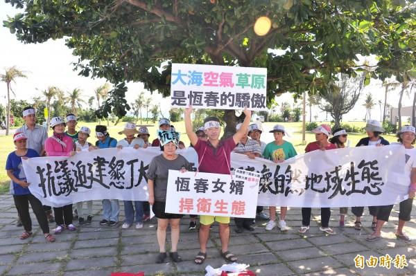 日籍台灣女婿河合賢二聲援反墾丁轉運站。(記者蔡宗憲攝)