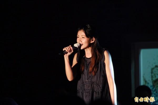 中正大學學生會今晚舉辦「星光之夜」,邀「星光幫」出身的李千娜演唱。(記者曾迺強攝)