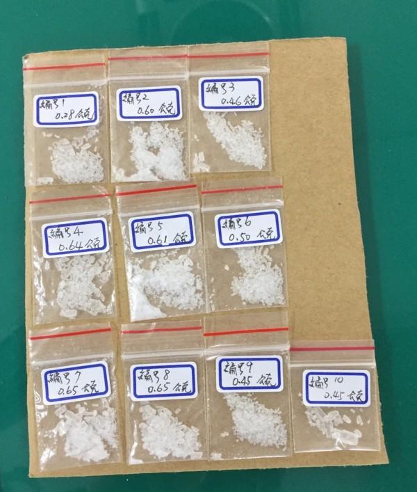 苗栗警方查獲9包「黑色魔鬼」毒咖啡(共重36.69公克),及10包安非他命 (共重5.29公克)。(圖由警方提供)