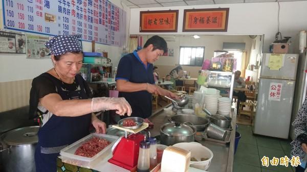 西羅殿牛肉湯目前由第2代經營,牛肉都是當天從產地直送。(記者劉婉君攝)