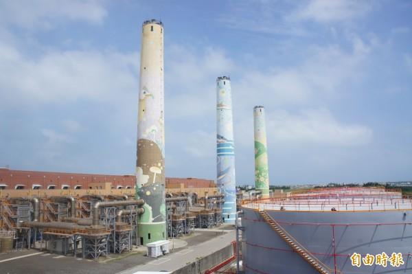 澎湖若成為「全」綠能島,尖山發電廠煙囪仍是重要地標。(記者劉禹慶攝)