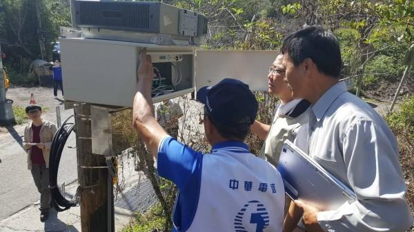 中華電信斥資3000萬元,在南橫公路沿線設置5座微波基地台及佈設光纜,改善南橫通訊不良問題。(記者蘇福男翻攝)