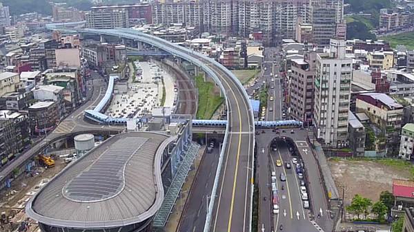 基隆市長林右昌說,未來忠一路打通、城際轉運站蓋好後,就會連成一塊,使過去發展較慢的中山一、二路將整個被翻轉。(基隆市政府提供)