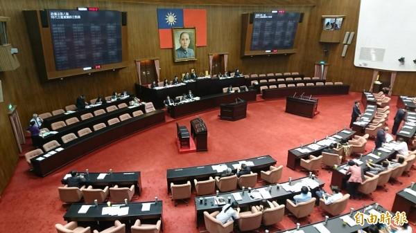 立法院今日三讀通過「政黨法」,規範政黨不得經營及投資營利事業。(記者陳鈺馥攝)