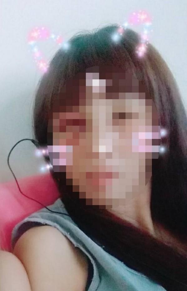 少女在臉書社團「爆料公社」po文,希望網友協助尋找母親。(取自「爆料公社」)