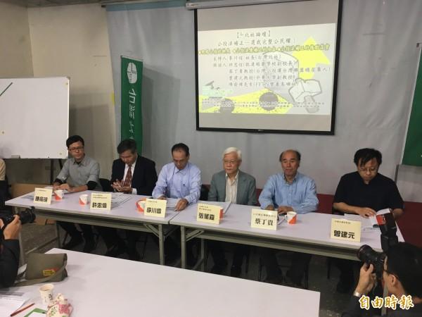 台灣北社舉辦論壇,探討「公投法」補正議題。左起為陳俞璋、許忠信、李川信、張葉森、蔡丁貴、曾建元。(記者鄭鴻達攝)
