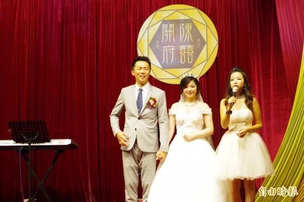 嘉義網紅陳妍均(中)今與先生關丞博舉辦婚宴。(記者王善嬿攝)