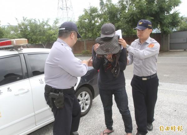 苗栗警方依妨害自由、傷害罪嫌,將姜男送辦,並向檢察官、法官建請羈押。(記者張勳騰攝)