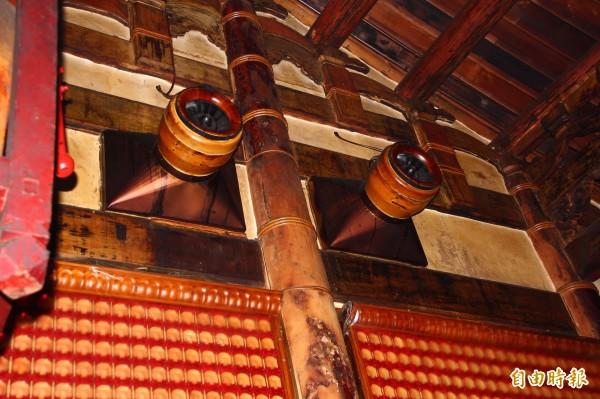 六興宮內的排風、排煙設備。(記者林宜樟攝)