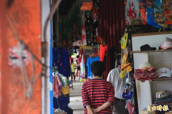 鵝鑾鼻公園的舊賣店將改建。(記者陳彥廷攝)