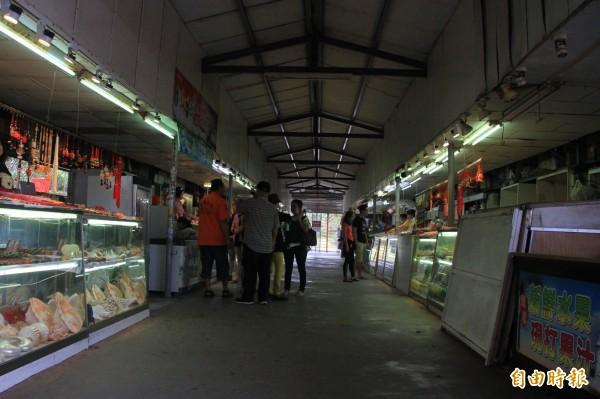 現鵝鑾鼻公園出口外的臨時賣店。(記者陳彥廷攝)