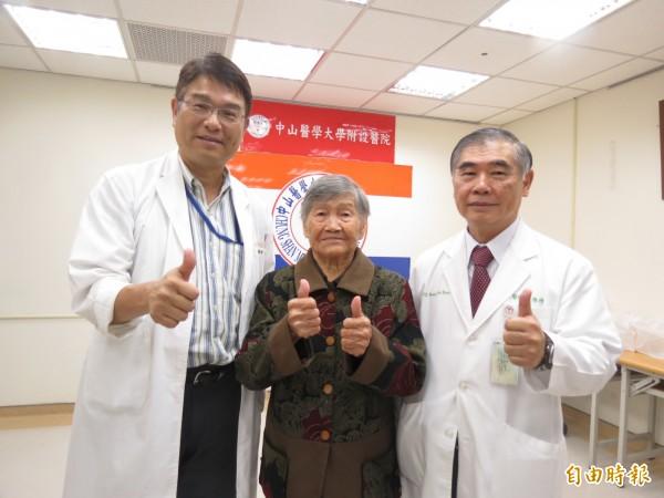 91歲罹癌阿嬤不認命,接受醫師評估進行乳癌手術,餘命健康好好過。(記者蘇孟娟攝)