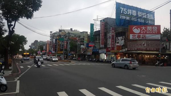 新竹市政府交通處進行光復路5.3公里,25個路口的時制調整,1年來經過不斷修正調整,已可為每個駕駛節省3分鐘時間,停等次數也減少了。(記者洪美秀攝)
