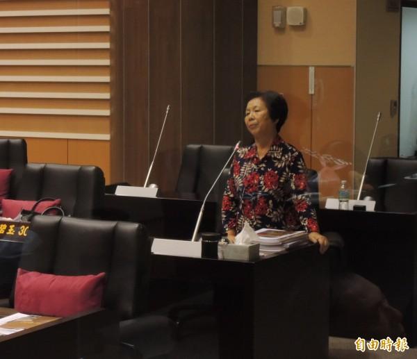 苗栗養豬協會欲在後龍設置設死廢畜禽化製場,縣議員林寶珠質詢指不少地方人士表達反對。(記者張勳騰攝)