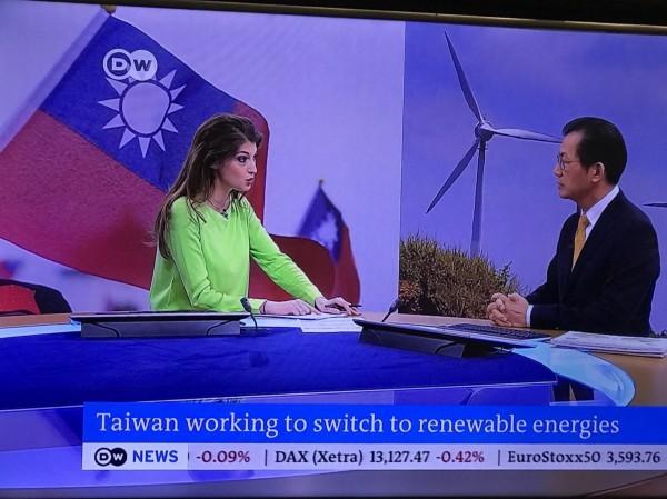 環保署長李應元接受德國媒體專訪。(環保署提供)
