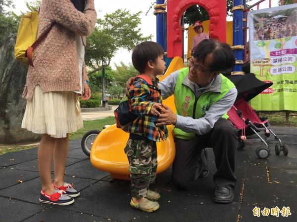 縣議員林世賢擬發起再造公園運動,重新打造以增進孩童的身心發展,並讓公園連結社區與孩童家長。(記者張聰秋攝)