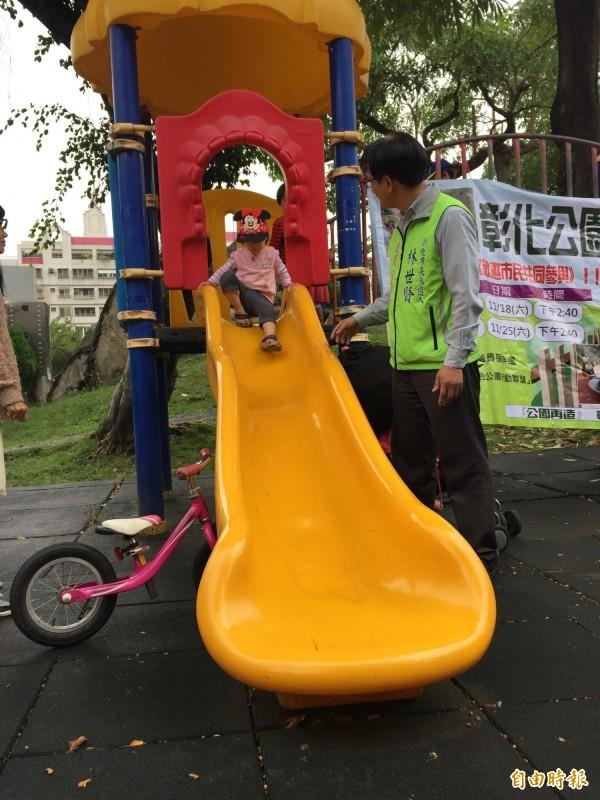 罐頭遊戲的兒童遊樂設施,溜滑梯長度和高度一定,縣議員林世賢擬發起再造運動,打造有特色性的公園,而非一般綠地。(記者張聰秋攝)