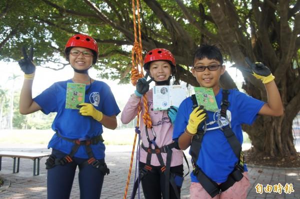 教育局推出「探索學習護照」,鼓勵學生參加「探索學校」。(記者洪定宏攝)