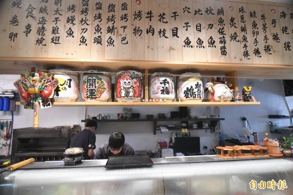 四個老闆打造出恆春鎮久未出現的日本料理壽司店。(記者蔡宗憲攝)