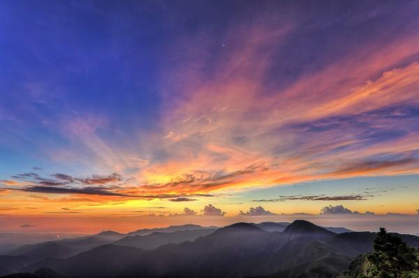 太平山望洋山步道觀景台的日出。(圖由羅東林管處提供)