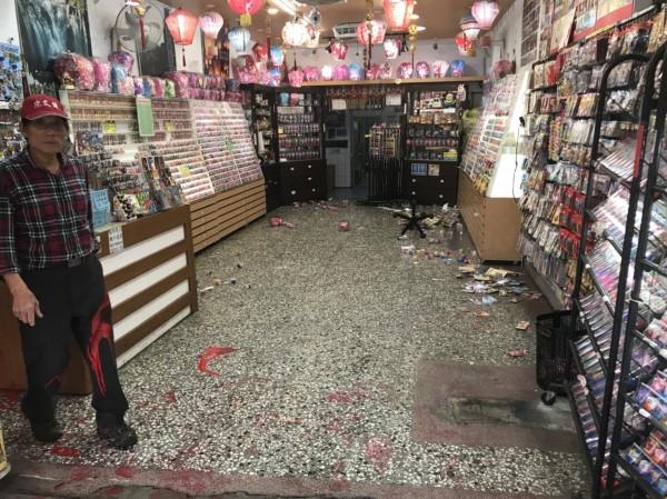 店家初估損失約2萬元(記者吳昇儒翻攝)