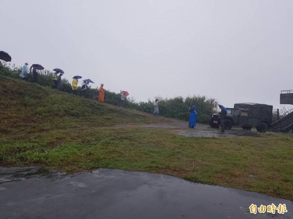 基隆港西岸碼頭的球子山制高點,目前為軍方閒置營區,球子山上有球子山燈塔,閒置26年未使用;地方積極爭取開放成公園,有賴市府協助完成。(記者俞肇福攝)