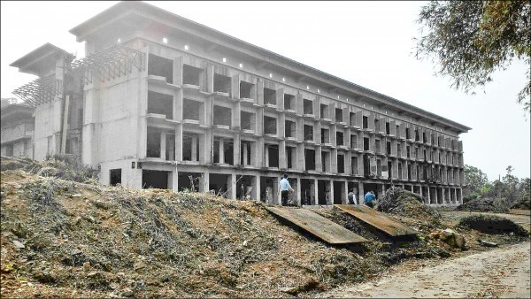 天外天渡假飯店工程停擺8年多,業者成功向宜蘭縣政府申請建照。(欣芮國際開發公司提供)