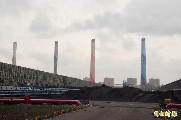 中部居民對空氣品質忍受度已達臨界點,台中火力發電廠成為討論焦點。(記者劉曉欣攝)