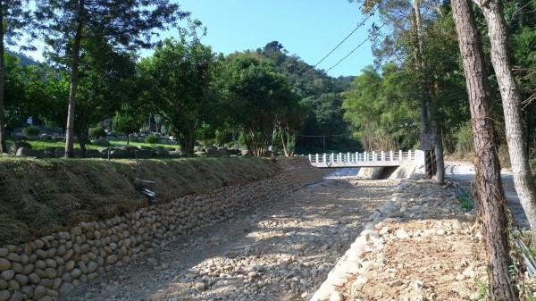 新社區協成里聖普宮旁的野溪,上月整治完工。(水利局提供)