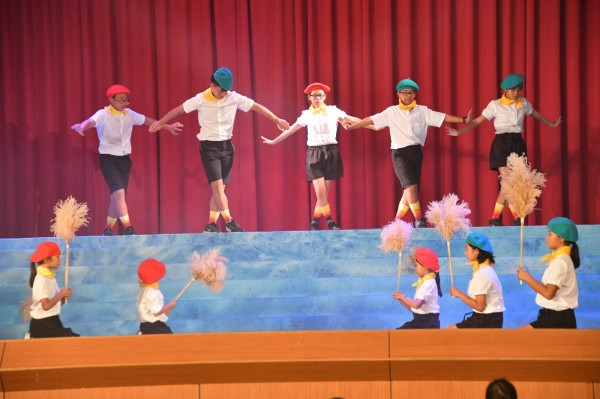 恆春民謠碰上舞台劇。(記者蔡宗憲攝)