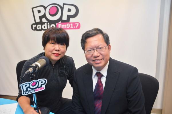 桃園市長鄭文燦今天接受電台主持人黃光芹專訪。(桃園市政府提供)