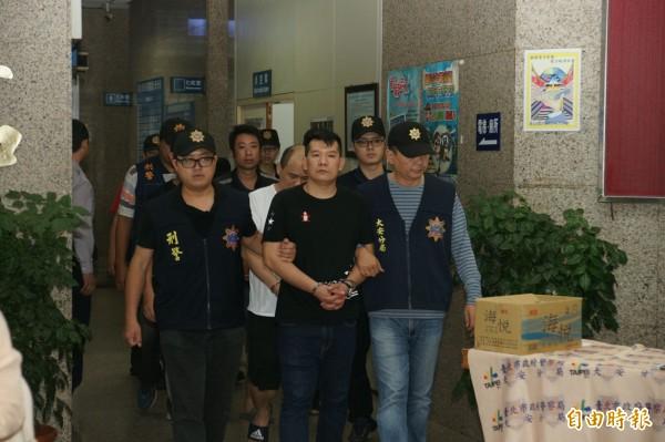 34歲男子鄧家宏自組「竹東三環幫」,警方查出他涉嫌暴力圍事及強索保護費。(記者姚岳宏攝)