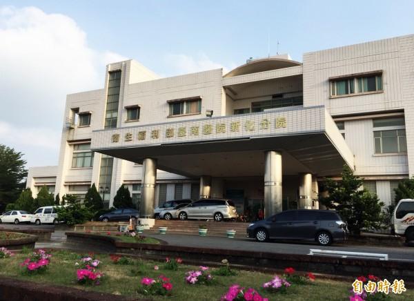 位於山區的衛福部台南醫院新化分院,平均每年收治「蛇吻」個案約30件之多。(記者吳俊鋒攝)