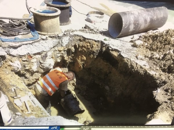 壯觀里社區內水管常破管。(市議員秦鉦提供)