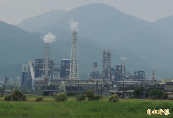 宜蘭縣環保局表示,固定污染源許可證展延期限跟空污無關。(資料照,記者江志雄攝)