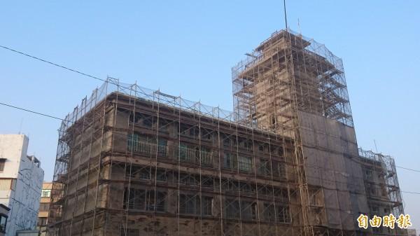 原台南合同廳舍古蹟修復工程預計明年7月完成。(記者劉婉君攝)