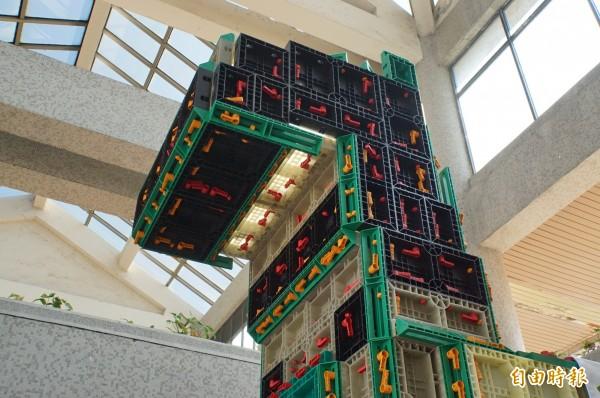 「樂高板模」可組成不同的造型。(記者詹士弘攝)