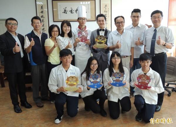 羅商學生參加商業類科全國技藝競賽,摘下4座金手獎,2座優勝。(記者江志雄攝)