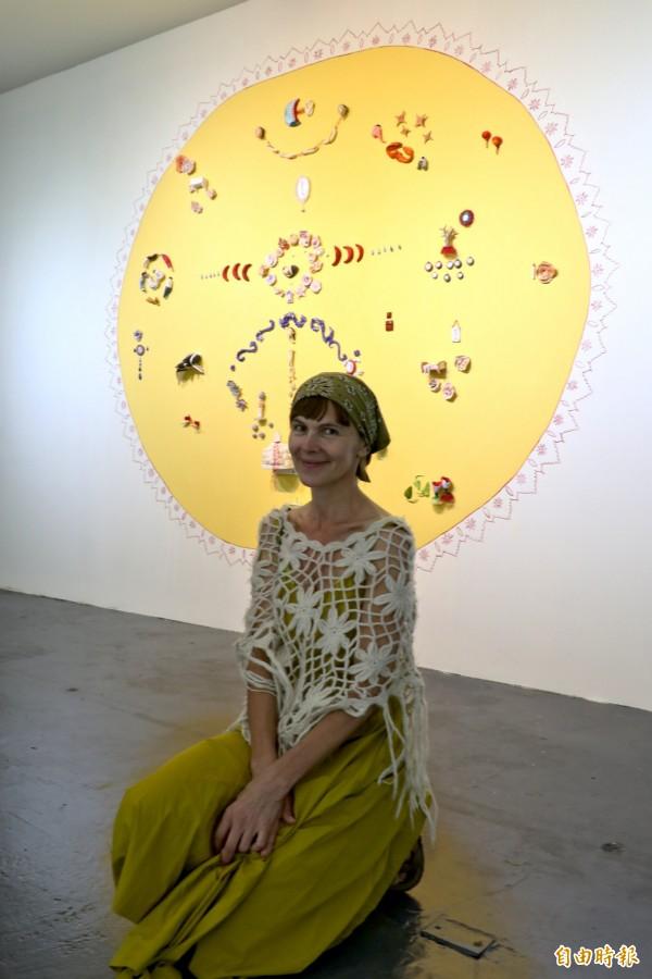 奧裔美籍藝術家沙夏‧梅隆Sascha Mallon是插畫及陶藝家,創作元素圍繞著愛、神話與童話故事。(記者王涵平攝)
