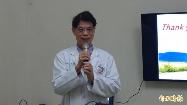 虎尾若瑟醫院院長李聰明提醒家屬多關心家中長者,早期發現失智就能早期治療。(記者廖淑玲攝)