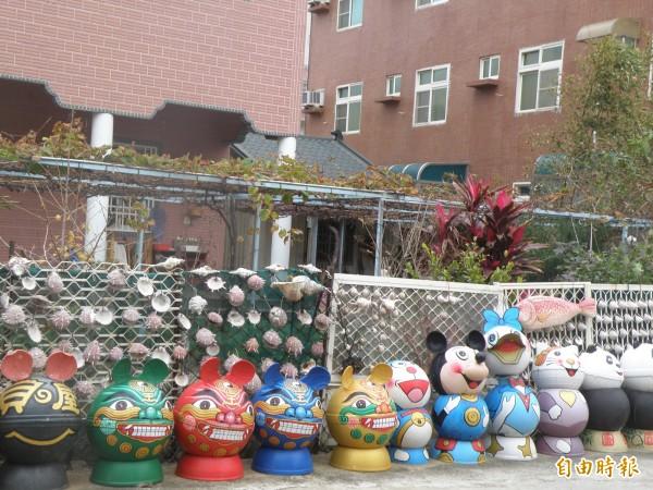 澎湖浮球垃圾也多來自中國,但近年來已成為裝置藝術。(記者劉禹慶攝)