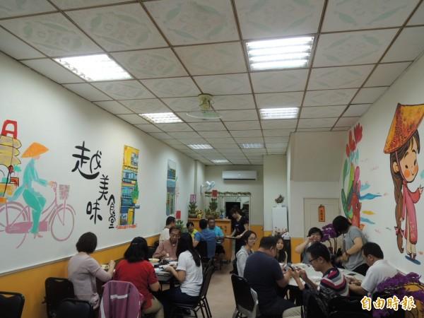 食堂牆壁呈現樸實的越南風。(記者王榮祥攝)